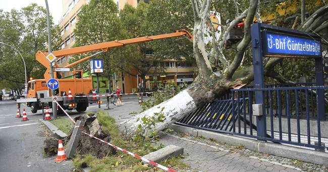 Commuter chaos in northern Germany in aftermath of storm