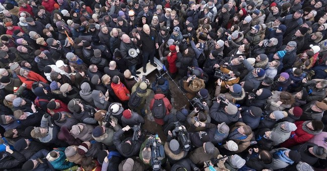 Protesters in St. Petersburg decry handover of cathedral