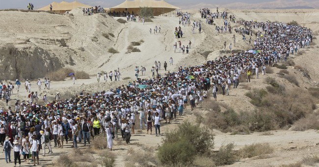 Thousands of women march for Israeli-Palestinian peace