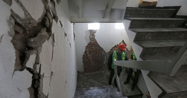 Mexico City begins demolishing earthquake-damaged buildings