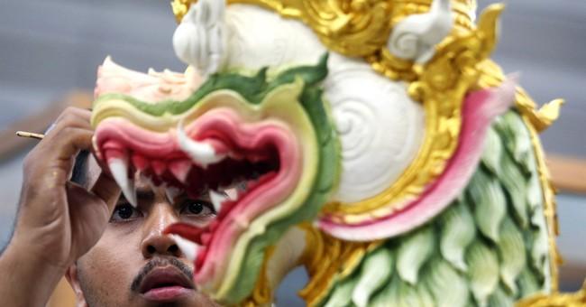 AP PHOTOS: Thai artisans prepare complex for king's funeral