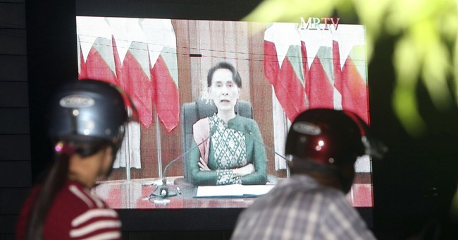 Myanmar's Suu Kyi urges unity, creates new aid committee