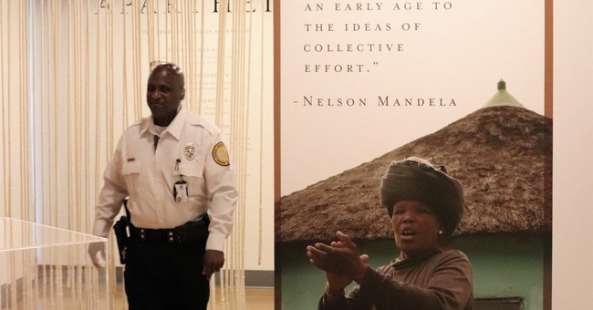 Mandela exhibit opens at Clinton Library in Little Rock