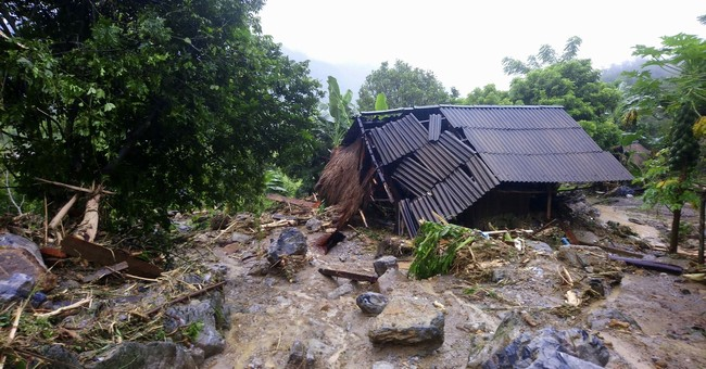 Some villages in Vietnam still isolated by flooding damage