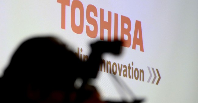 Toshiba, Bain executives join in push for memory-chips sale