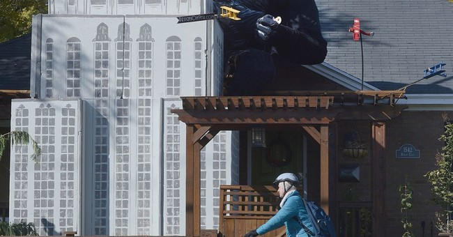Salt Lake City man decorates house with a King Kong display
