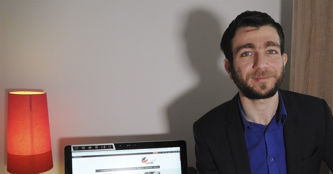 Syrian IT expert extends web lifeline to fellow migrants