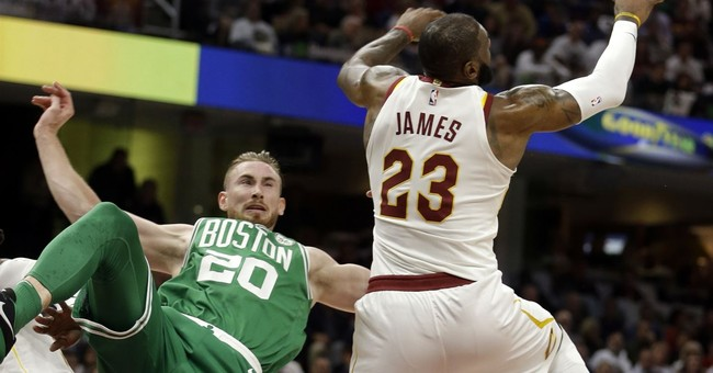 Celtics star Hayward suffers gruesome injury in opener