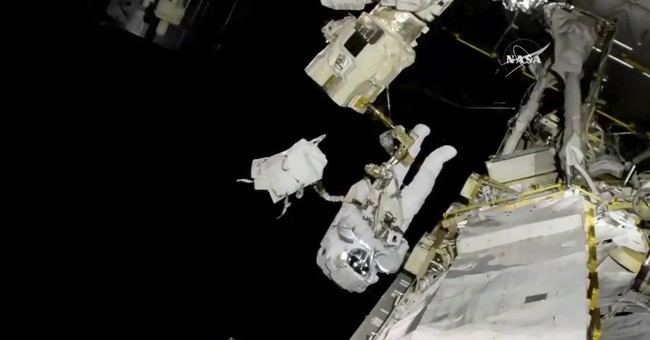 Spacewalking astronaut copes with frayed tether, bad jetpack