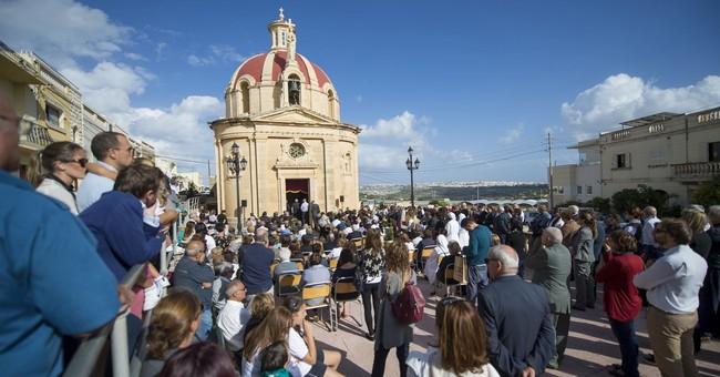 Hundreds attend Mass for slain reporter in Malta