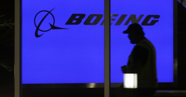 Boeing tops Street 3Q forecasts