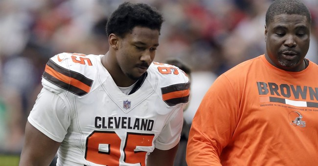 Browns' Garrett may miss game in London with concussion