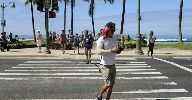 Crossing a Honolulu street? Don't text to avoid a fine