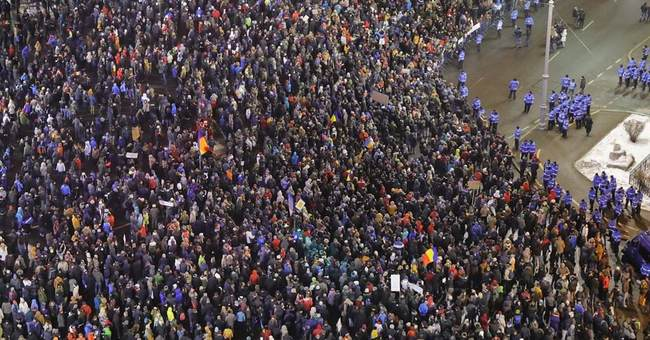 Romanian leader slams government plan to pardon prisoners