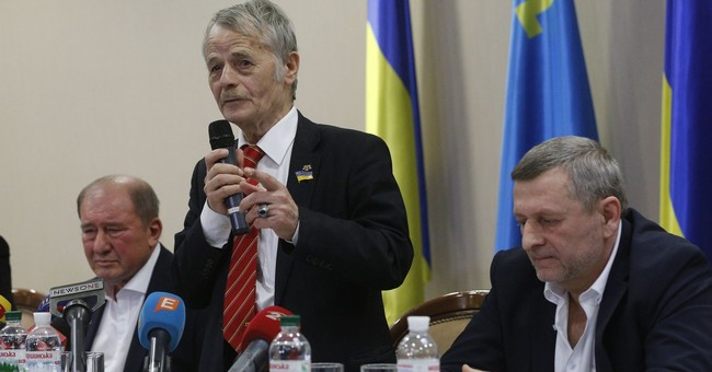 Freed Tatar leaders back in Ukraine, vow to fight for Crimea