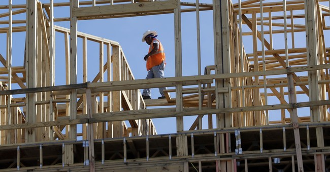 US economy shows resilience with 2nd straight solid quarter