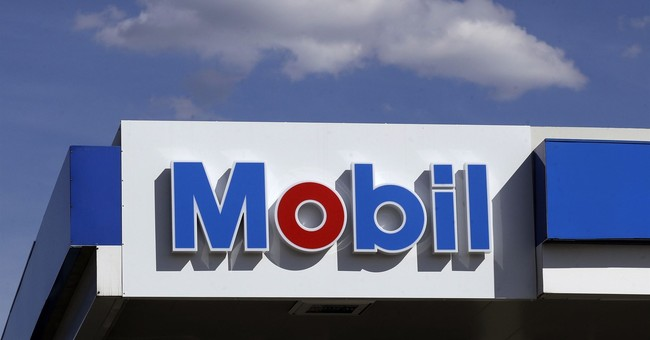 Profit soars at Exxon and Chevron on higher oil prices