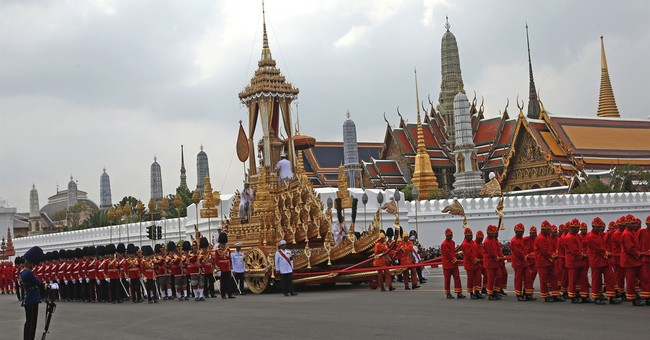 Thai king leads ceremony for his late father's relics