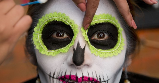 Day of Dead parade honors Mexican quake victims, rescuers