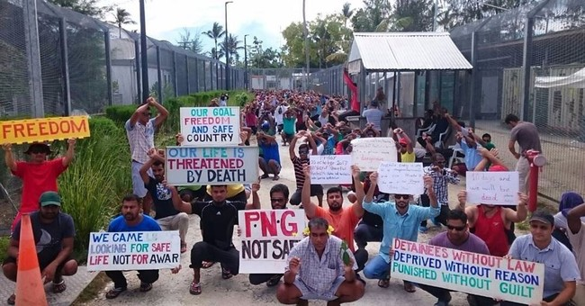 Australian immigration camp on Papua New Guinea loses power
