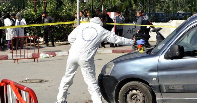 Tunisia: Extremist stabs 2 police officers near Parliament