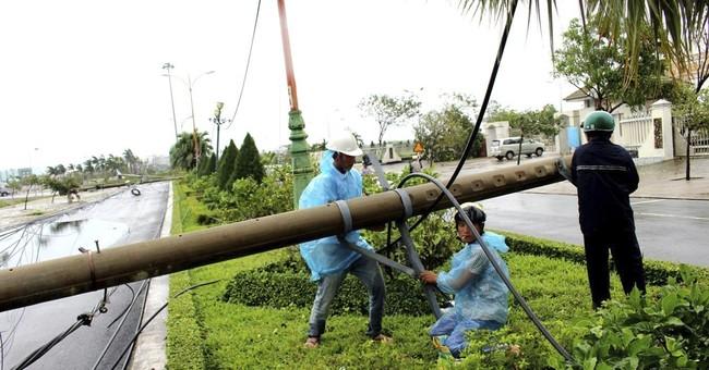 Typhoon slams into Vietnam, killing at least 15