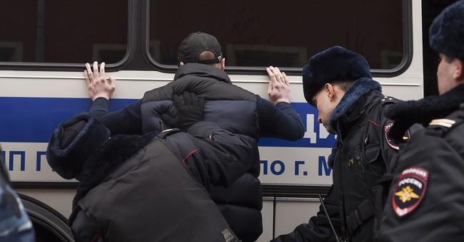 Hundreds of nationalist protesters arrested in Moscow