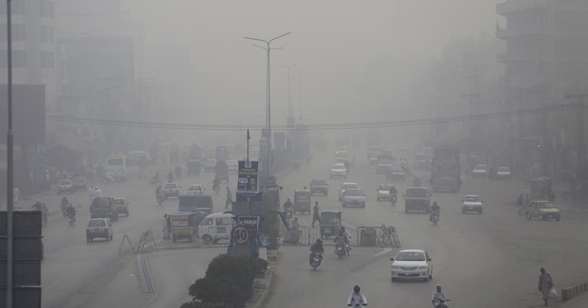 Smog blankets Pakistan, India, causing accidents, illness