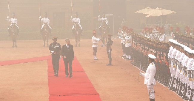 Image of Asia: Inspecting the Indian honor guard in smog