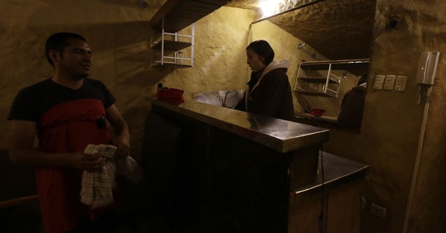 In Ecuadorean cave, meals offered in darkness by the blind