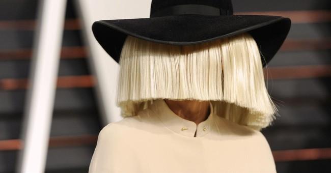 Sia tweets nude photo in effort to thwart paparazzi