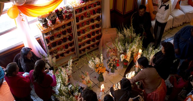 AP PHOTOS: Bolivians pay homage to skulls in annual festival