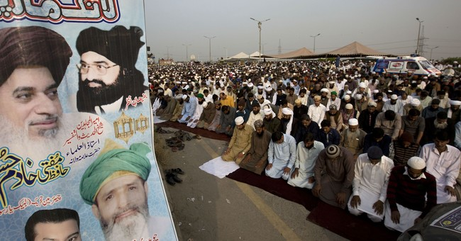 Islamists rally near Islamabad, demand removal of minister