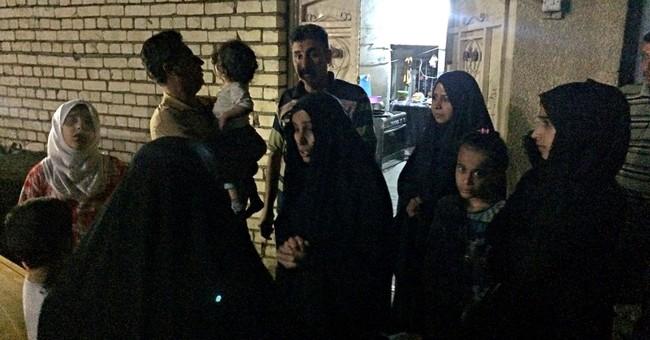 Powerful earthquake on Iran-Iraq border kills more than 140