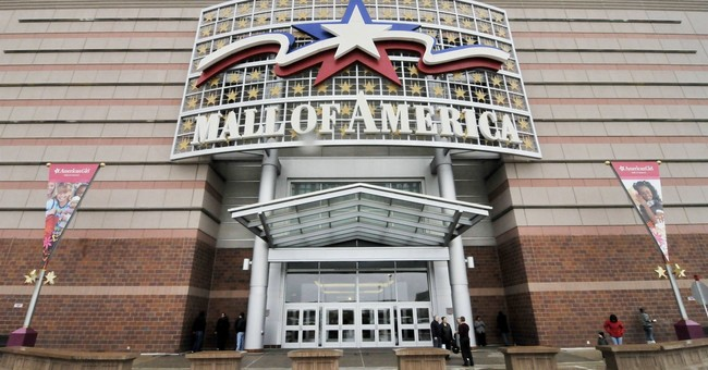 2 stabbed at Minnesota's Mall of America; man in custody
