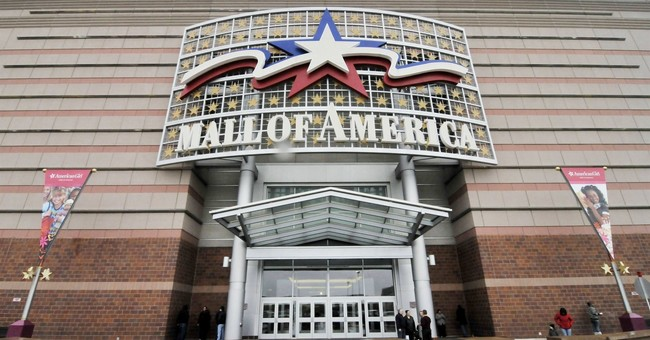 2 stabbed at Minnesota's Mall of America; man in custody
