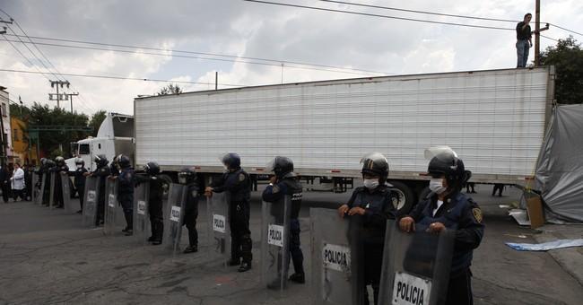 Mexico arrests Zetas leader accused of migrant killings