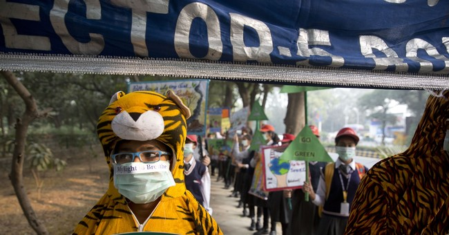 Hundreds of New Delhi students march to demand cleaner air