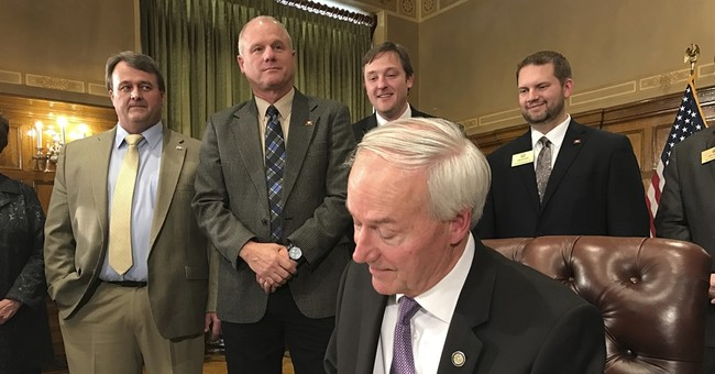 Arkansas bill aimed at forcing Amazon to collect sales taxes