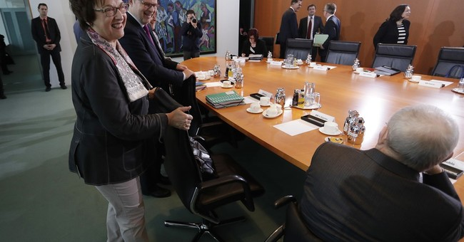 "German economy minister: Trump signals on trade ""alarming"""