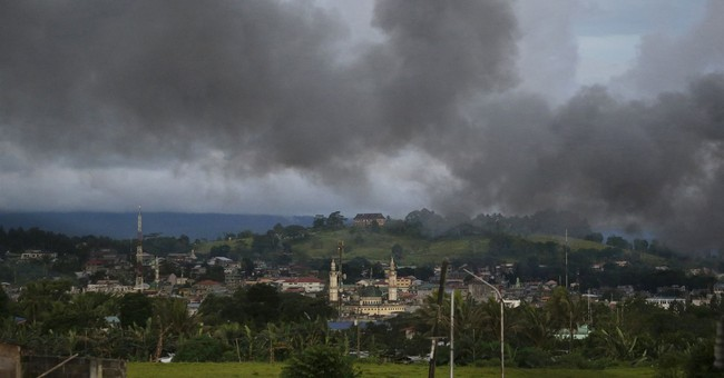 Rights group: Militants, troops violated law in Marawi siege