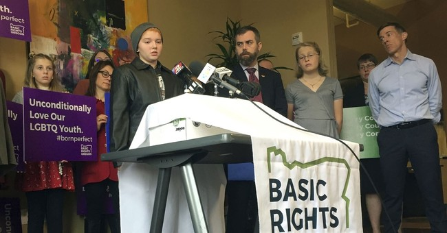 Parents sue Oregon school district over transgender policy