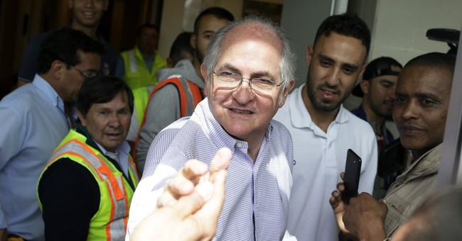 Ousted Caracas mayor flees house arrest, heads to Europe