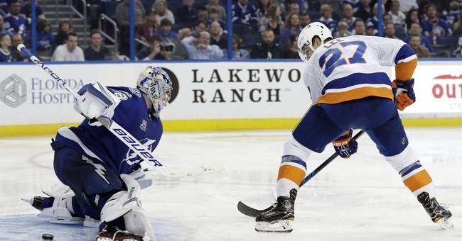 Lee scores 2 goals, Islanders beat Lightning 5-3