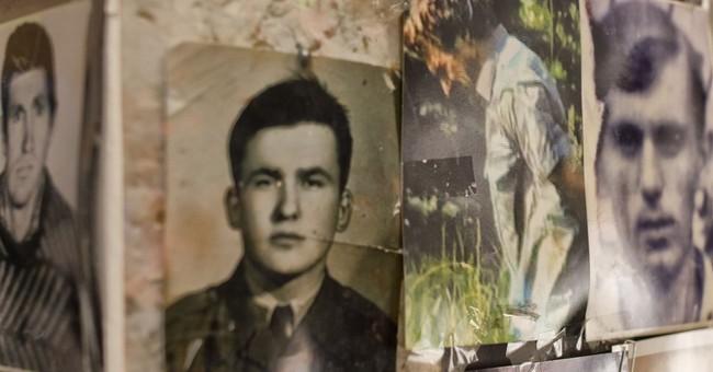 AP PHOTOS: Bosnia massacre survivors want Mladic to get life