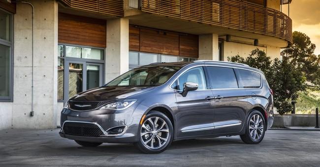 Edmunds compares Chrysler Pacifica and Honda Odyssey