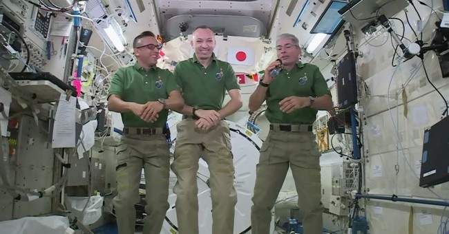 Lofty Thanksgiving: Astronauts feasting on pouches of turkey