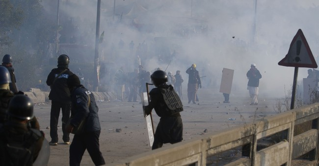 Pakistan TV: Army summoned to disperse Islamist protesters