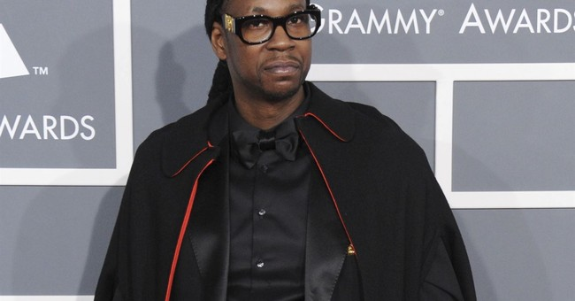 2 Chainz offers 'Trap Wonderland' with new pink house front