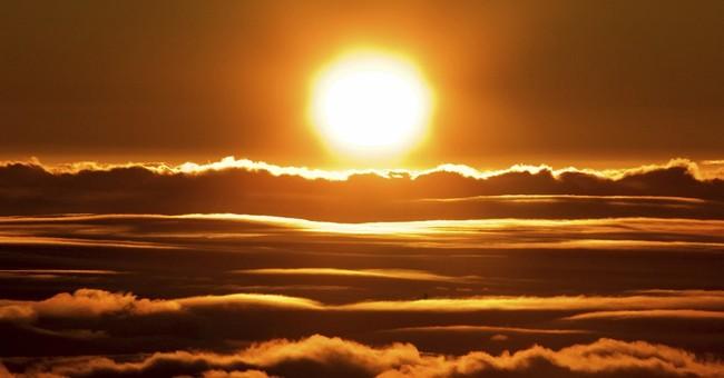 Sunrise visitors overload Maui peak, leading to restrictions
